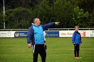 Kompetente Trainer sind der Schlüssel zum Erfolg: Lars Kappei zeigt seinen Schützlingen den richtigen Weg.